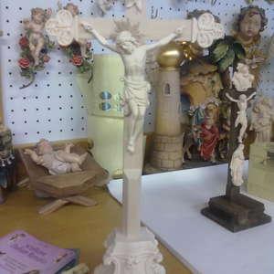 Cristo con croce e base (stile Toscano-Pisa)